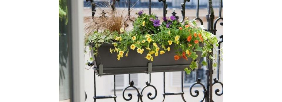 Pot de fleurs, jardinière et composteur
